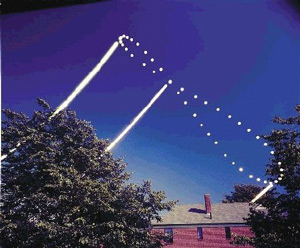 "image copyright: Dennis di Cicco/Sky and Telescope; <a href=""http://www.physicstogo.org/features/images/analemma.jpg"" target=""_blank"">larger image</a>"