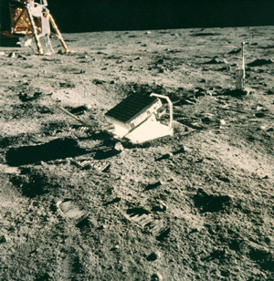 "image credit: NASA/Apollo 11; <a href=""http://science.nasa.gov/headlines/y2004/21jul_llr.htm"" target=""_blank"">image source</a>; <a href=""http://www.physicstogo.org/images/features/laser-ranging-large-08-05-0.jpg"" target=""_blank"">larger image</a>"